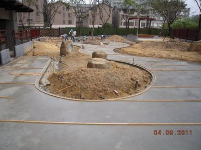 中庭抿石地坪施作