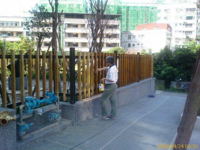 木欄杆刷漆
