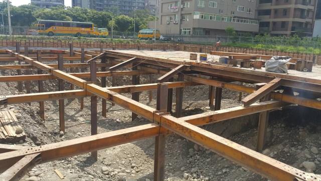 水平支撐及構台施工