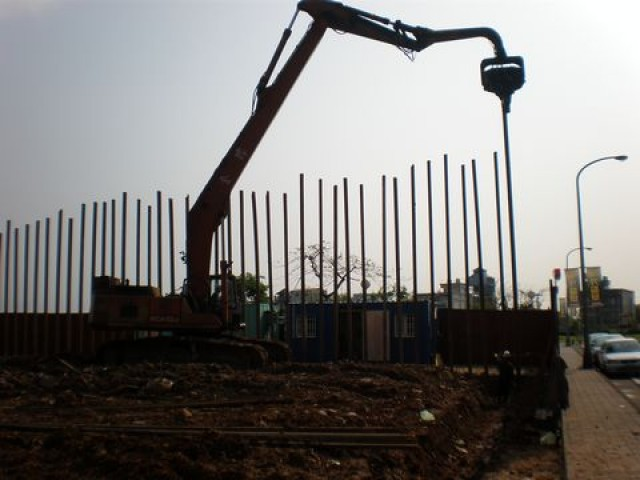 鋼軌樁施工